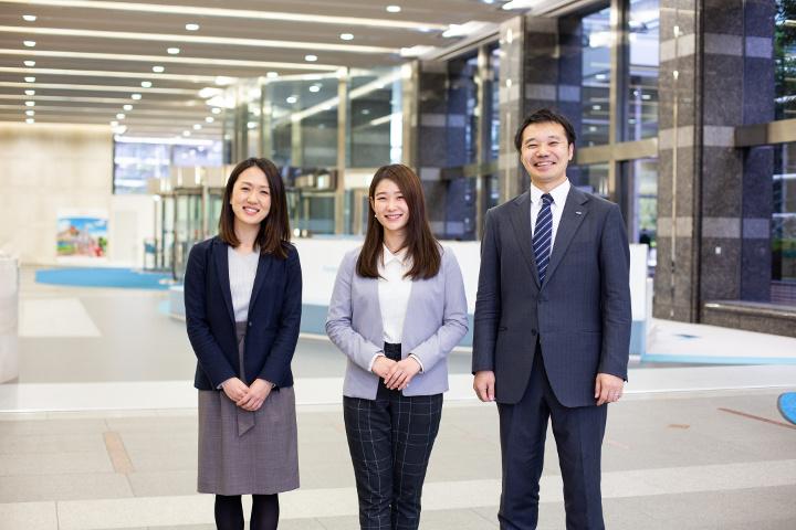 画像: 人事部の採用チームの3人。今回は彼らの働きかけで撮影が行われた。