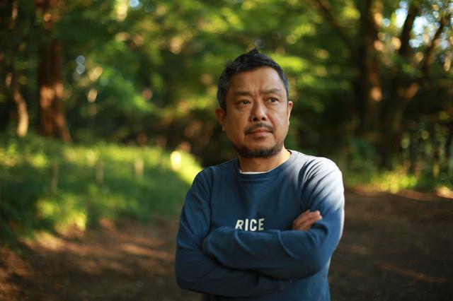 画像: 写真家 阿部 了(あべ さとる)さん 1963年東京都生まれ。国立館山海上技術学校(千葉県)を卒業後、気象観測船「啓風丸」に4年間乗船。その後、シベリア鉄道で欧州の旅に出て写真に目覚める。東京工芸大学短期大学部(現在は東京工芸大学)で写真を学ぶ。卒業後、立木義浩氏の助手を経て1995年にフリーランスとして独立。 2007年4月号からANAの機内誌「翼の王国」に「おべんとうの時間」として発表。著書に『おべんとうの人』、写真集に『ひるけ』(ともに木楽舎)がある。2011年からはNHK「サラメシ」にてお弁当ハンターとしても出演中。2016年より夫婦で鎌倉女子大学主催「お弁当甲子園」審査委員。2020年9月より千葉県館山市の「写真大使」。