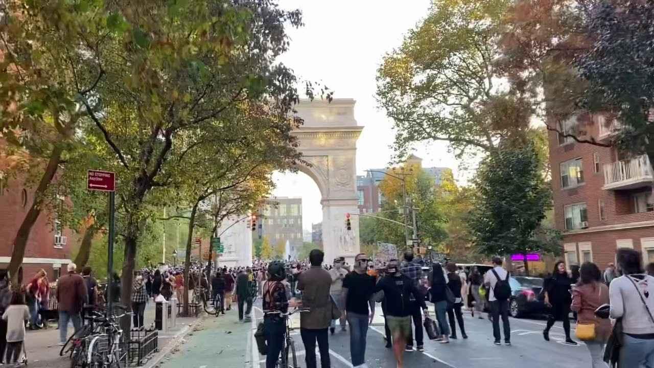 画像: New Yorkers celebrate Biden's victory in Presidential election 2020 youtu.be