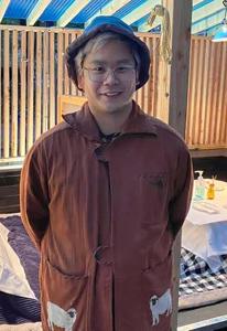 画像: プロフィール ドクター・クラーク共同経営者 金山 雄大(かなやま ゆうだい) 北海道札幌市の高校を卒業後、ニューヨークに渡る。FIT(ファッション工科大学)などでファッションを学ぶ。2014年に共同出資で居酒屋「IZAKAYA」をオープン。2020年に5店舗目となる「ドクター・クラーク」を開業した。コロナ禍でコタツを導入した北海道レストランが評判になり、コタツ目当ての客で連日予約が殺到した。現在ケータリング展開を検討中。