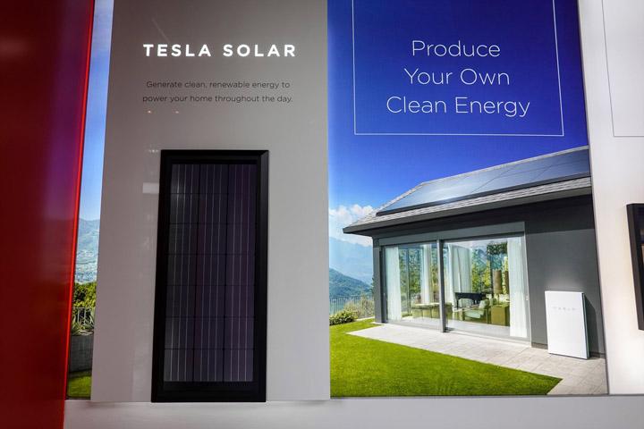 画像: テスラ社のソーラーシステムとホームバッテリー