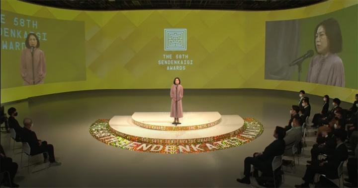 画像: こんな感じでオンラインで授賞式が行われました。登壇者は宣伝会議の出版担当取締役 谷口優氏。