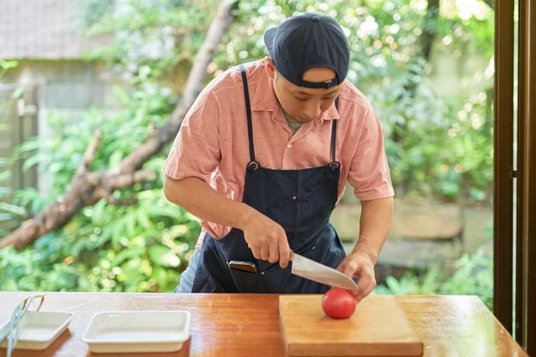 画像1: 4. トマトを切る
