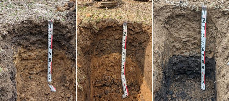 画像: 土壌の写真左(高部) :礫というか石が、全体にわたって多く含まれているのが見て取れる。1m 以上は石が大きく、掘り進められなかった 写真中央(中部) :畑の真ん中あたり。高いところに比べ、上の黒い層(作土層)が厚くなっている。石がまだまだ多い 写真右(低部) :光の加減でわかりにくいが、上の層(作土層)が一番厚い。またその下の黒っぽい層は、その昔表土だった可能性が高い