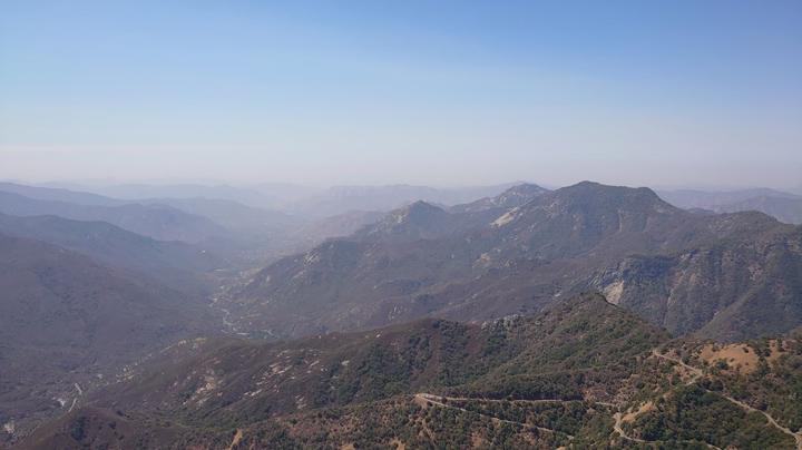 画像: 山火事の場所から離れてはいますが、空気が少しよどんでいます。