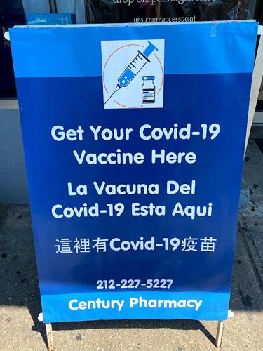画像: 初期こそ予約が取りにくい状況があったものの、その後、予約なしのウォークインでも接種できるようになりました。一時は、薬局チェーン店でもワクチン接種会場に