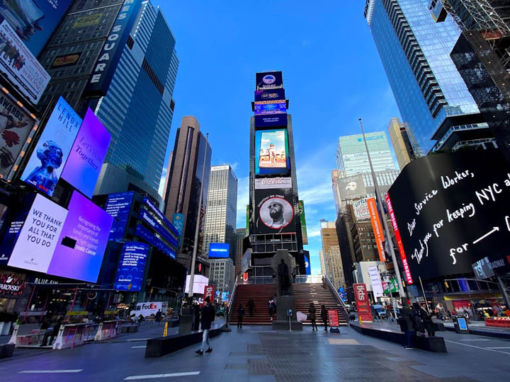 画像: 2020年3月、ロックダウンしたニューヨークは観光客の姿はなく、ひっそりとしたタイムズスクエア