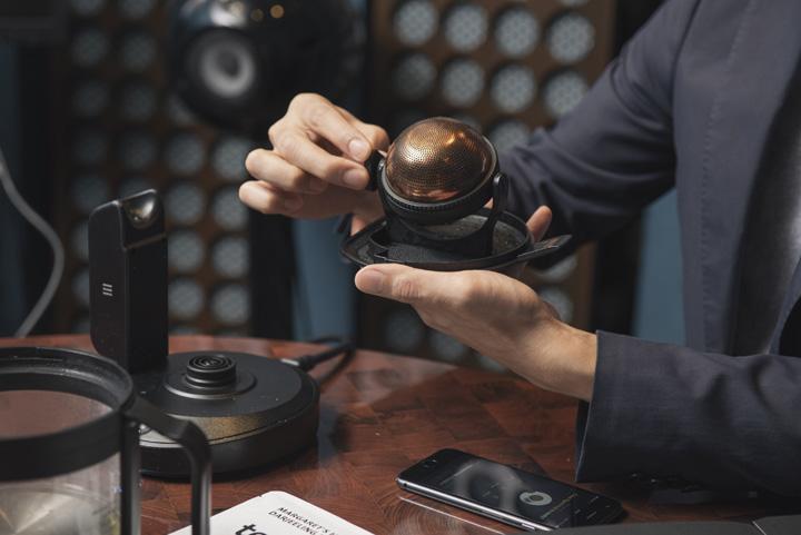 画像: 特許も取得しているインフューザー。形状はお茶のおいしさが詰まった最後の一滴であるゴールデンドロップをモチーフにデザインした