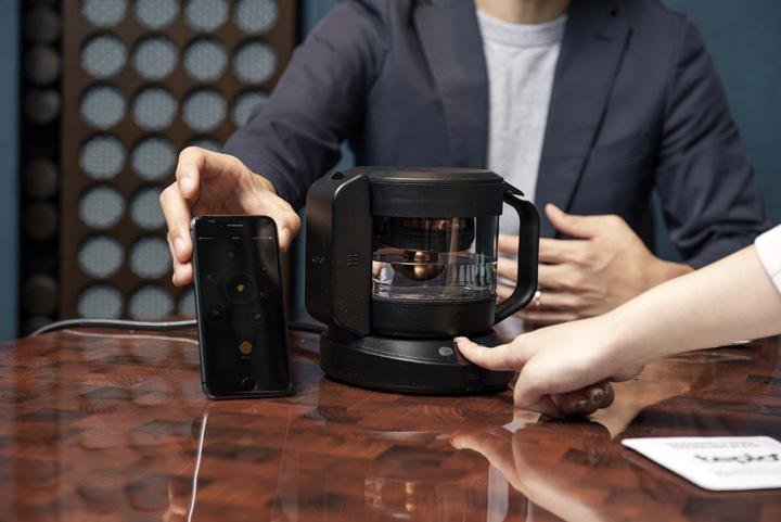 画像: センサーは脈拍や湿度など6種類のレベル計測から、飲み手の状態を想定する