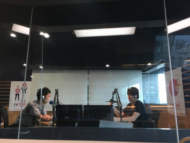 画像: スタジオのミキサー卓からパチリ。