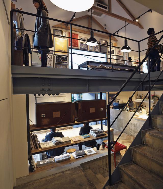 画像: top floor retail and gournd level cafe deuscustoms.com