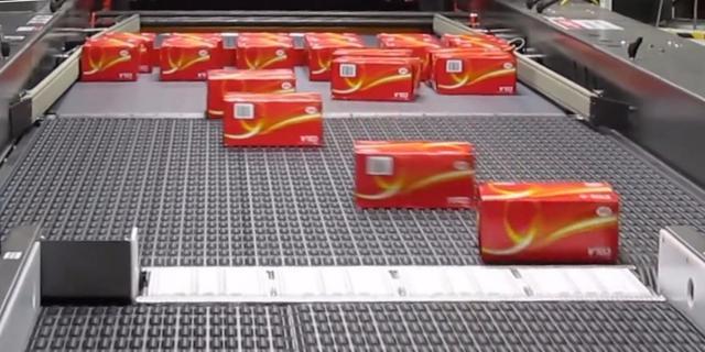 画像: These conveyor belts are a trip to watch