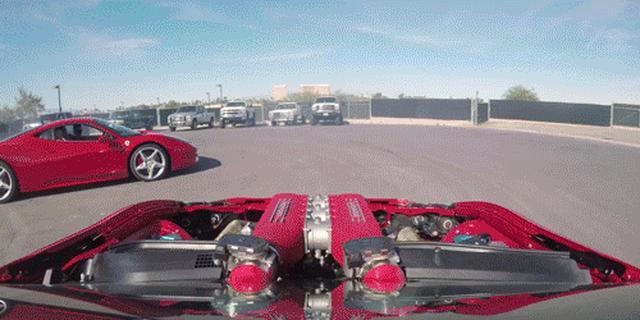 画像: Watch this Lunatic Ferrari-Powered Toyota 86 Do Donuts Around an Actual Ferrari
