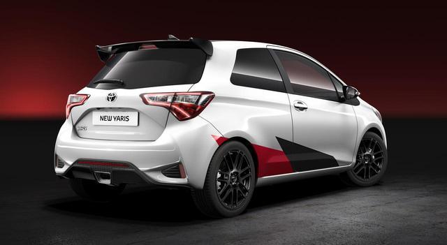 画像: Center mount exhaust is exactly the same as WRC machine. web.motormagazine.co.jp