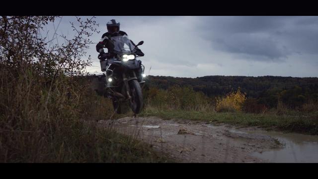 画像: The story of recreating the iconic BMW R 1200 GS Adventure - LEGO Technic - Behind the Scenes www.youtube.com