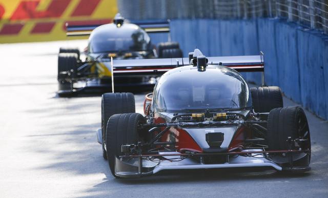 画像: Autonomous race cars go head-to-head in Roborace demo - Robocar set to be revealed on February 27
