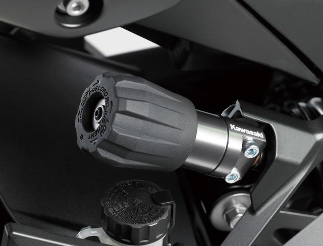 画像: Rebound and preload adjustable rear suspension. Easy setting with separate preload adjuster. www.autoby.jp