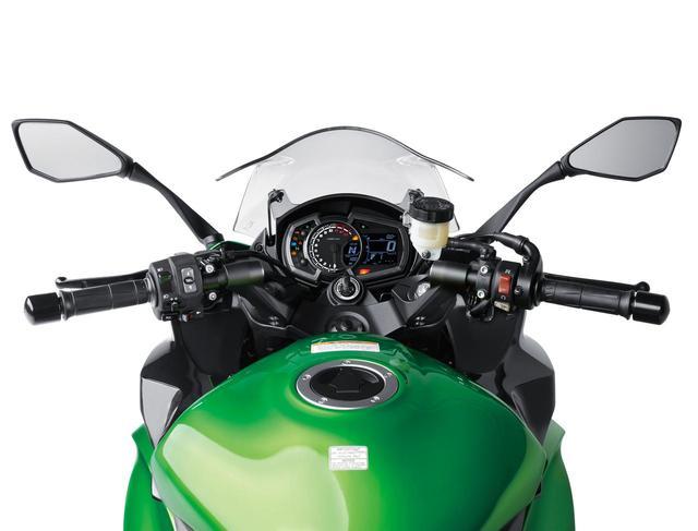 画像: Separate handles positioned up for easier control. www.autoby.jp