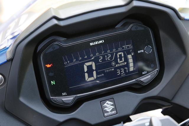 画像: Compact but high tech meter panel display even with Gear position, Average Fuel consumption, and oil change indicator. www.autoby.jp