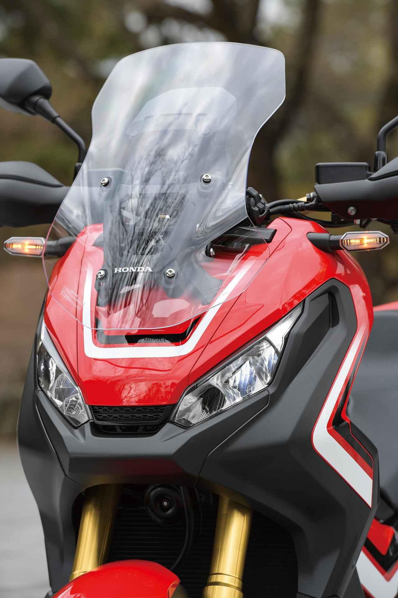 画像: Lifted headlights with grill in center expresses the character of X-ADV www.autoby.jp