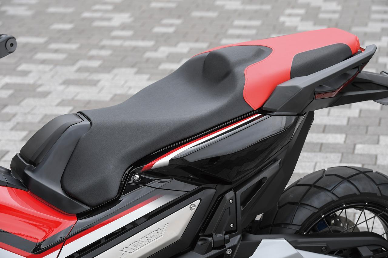画像: Well designed seat and passenger's step for comfort riding www.autoby.jp
