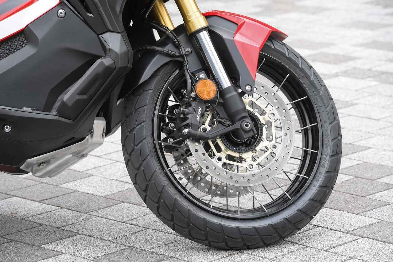 画像: Front Fork is 41mm upside down which keeps the grip of the front tire in various road conditions. Preload and extension is adjustable. www.autoby.jp