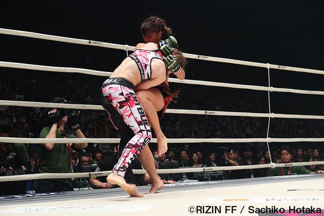 画像8: 第8試合 RENA vs. ハンナ・タイソン(試合結果詳細)Cygames presents RIZIN FIGHTING WORLD GP 2016 無差別級トーナメント Final ROUND