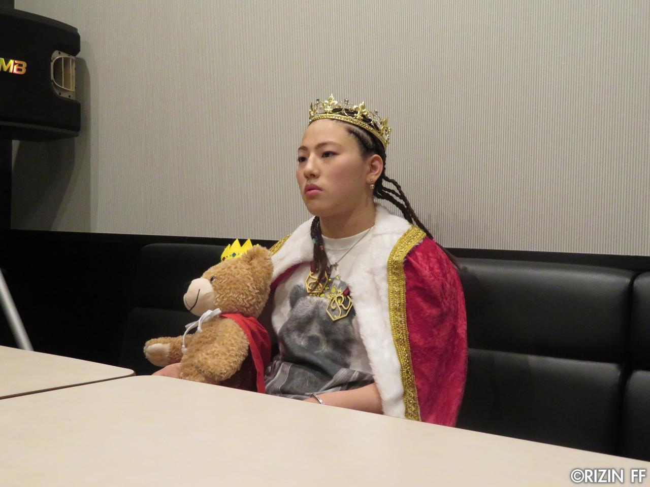 画像1: [インタビュー]大胆不敵! 新星、KINGレイナの野望とは……