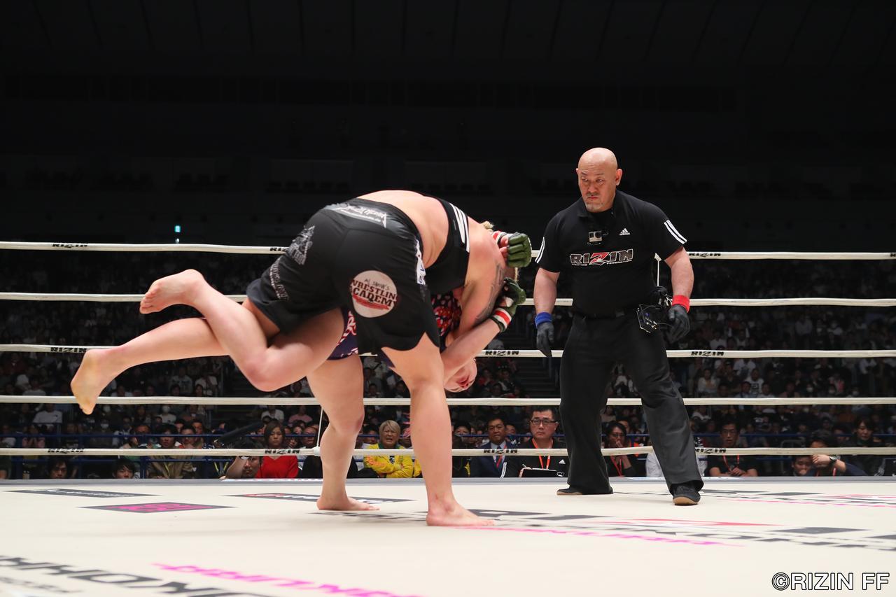 画像6: ウワサのKINGレイナがついにRIZIN登場! 昨年大晦日の堀田祐美子vsギャビ・ガルシア戦後にいきなりリングインし、ギャビとの対戦をぶち上げたジャジー・ガーベルトと対戦する。