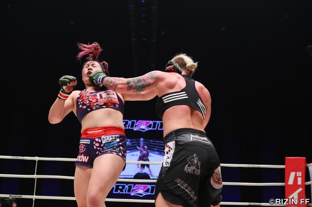 画像5: ウワサのKINGレイナがついにRIZIN登場! 昨年大晦日の堀田祐美子vsギャビ・ガルシア戦後にいきなりリングインし、ギャビとの対戦をぶち上げたジャジー・ガーベルトと対戦する。