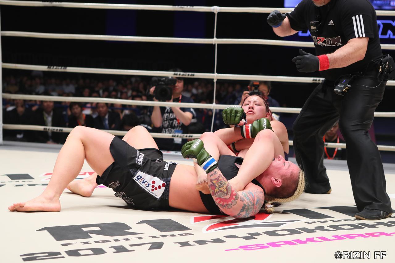 画像8: ウワサのKINGレイナがついにRIZIN登場! 昨年大晦日の堀田祐美子vsギャビ・ガルシア戦後にいきなりリングインし、ギャビとの対戦をぶち上げたジャジー・ガーベルトと対戦する。