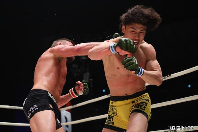 画像4: RIZIN中量級の未来と言われる矢地祐介と、元UFCの強豪ダロン・クルックシャンク。クルックシャンクは、昨年末に北岡悟に一本負けを喫し、復活の凱歌をあげたいところだ。