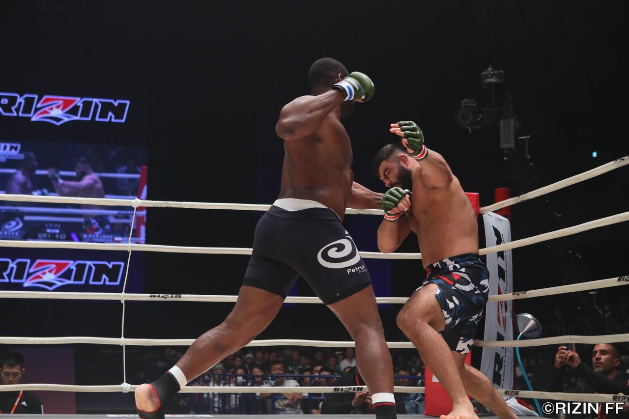 画像1: 昨年RIZIN無差別級トーナメントのファイナリスト、アミール・アリアックバリが今年もRIZINで大暴れ。MMA56戦のベテラン&タフネスファイター、ジェロニモ・ドス・サントスと対戦する。
