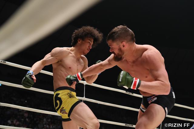 画像1: RIZIN中量級の未来と言われる矢地祐介と、元UFCの強豪ダロン・クルックシャンク。クルックシャンクは、昨年末に北岡悟に一本負けを喫し、復活の凱歌をあげたいところだ。
