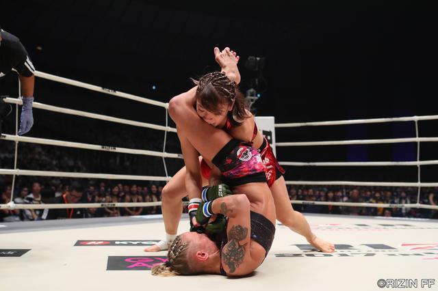 画像3: 今や押しも押されぬジョシカクの象徴RENAが登場。ハンガリーのオールラウンダー、ドーラ・ペリエシュと激突する。