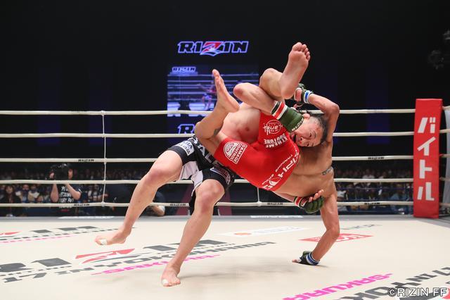 画像2: 格闘技人生を賭けてUFCからRIZINに参戦してきた川尻達也。昨年大晦日、初陣でクロン・グレイシーに敗戦した雪辱を今夜、果たしたい。対するはこちらも元UFCの強豪、アンソニー・バーチャックだ。
