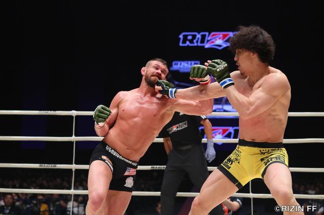 画像3: RIZIN中量級の未来と言われる矢地祐介と、元UFCの強豪ダロン・クルックシャンク。クルックシャンクは、昨年末に北岡悟に一本負けを喫し、復活の凱歌をあげたいところだ。