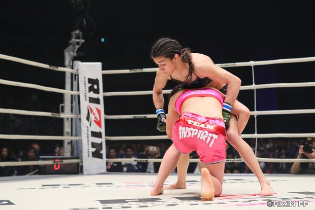画像2: 盛り上がり続ける一方のジョシカクにおいて将来を嘱望される超新星・浅倉カンナが、アマチュアMMA8戦8勝のブルガリアの新鋭アレクサンドラ・トンシェバを相手にRIZIN初勝利を目指す!