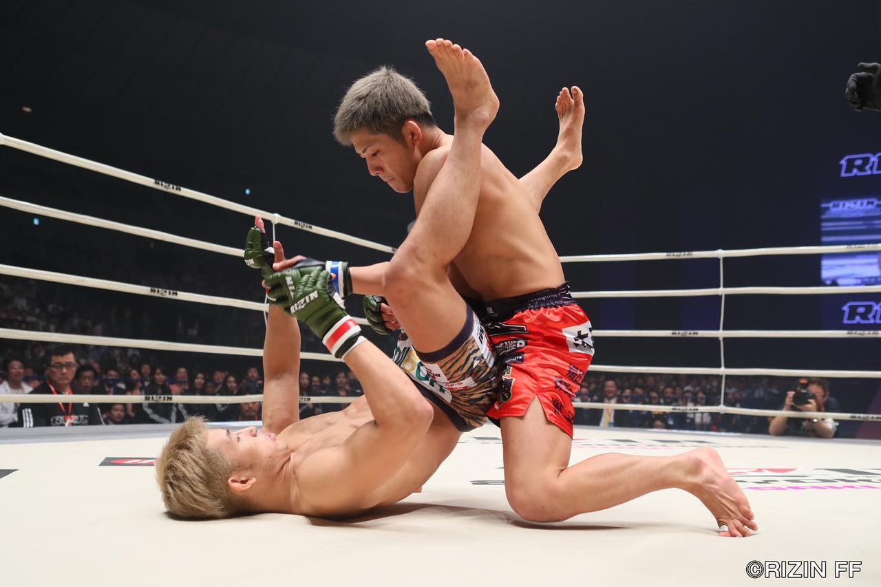 画像2: 注目を集めるRIZINフライ級戦線に、第3代ZSTフライ級王者・伊藤盛一郎が参戦。新世代ファイター、才賀紀左衛門と激突する!