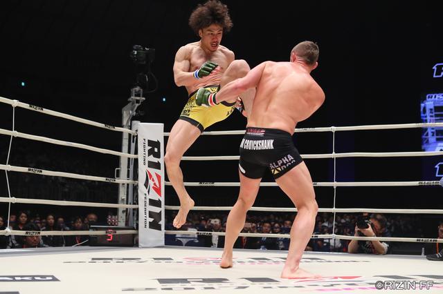 画像2: RIZIN中量級の未来と言われる矢地祐介と、元UFCの強豪ダロン・クルックシャンク。クルックシャンクは、昨年末に北岡悟に一本負けを喫し、復活の凱歌をあげたいところだ。