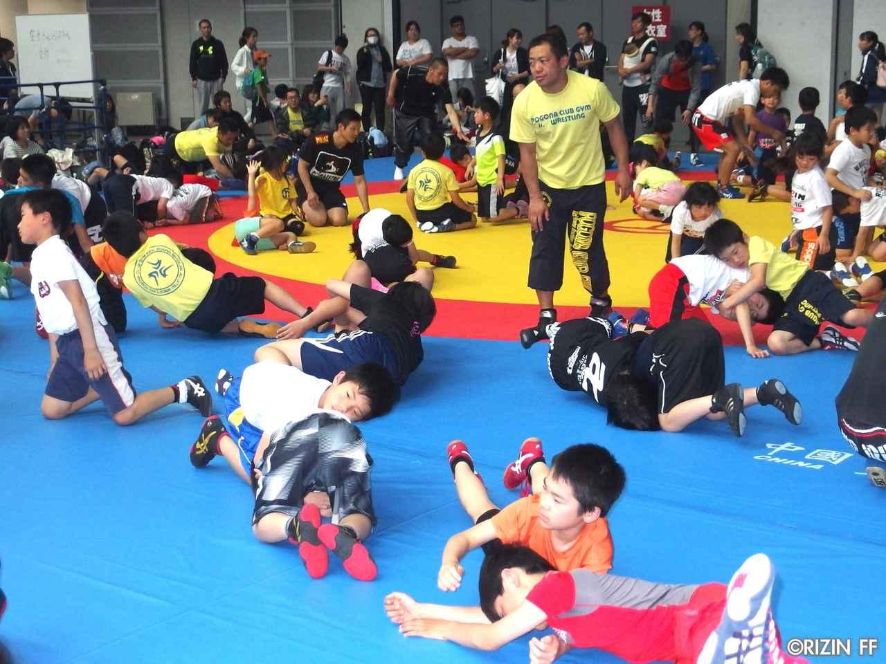 画像6: リオ五輪銀メダリストの太田忍が200人のちびっこたちにレスリングを指導!第2回RIZINレスリングキャンプ大盛況!!