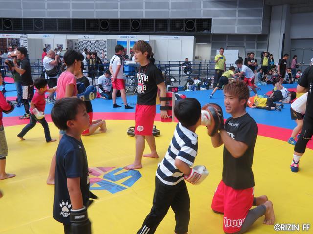 画像9: リオ五輪銀メダリストの太田忍が200人のちびっこたちにレスリングを指導!第2回RIZINレスリングキャンプ大盛況!!