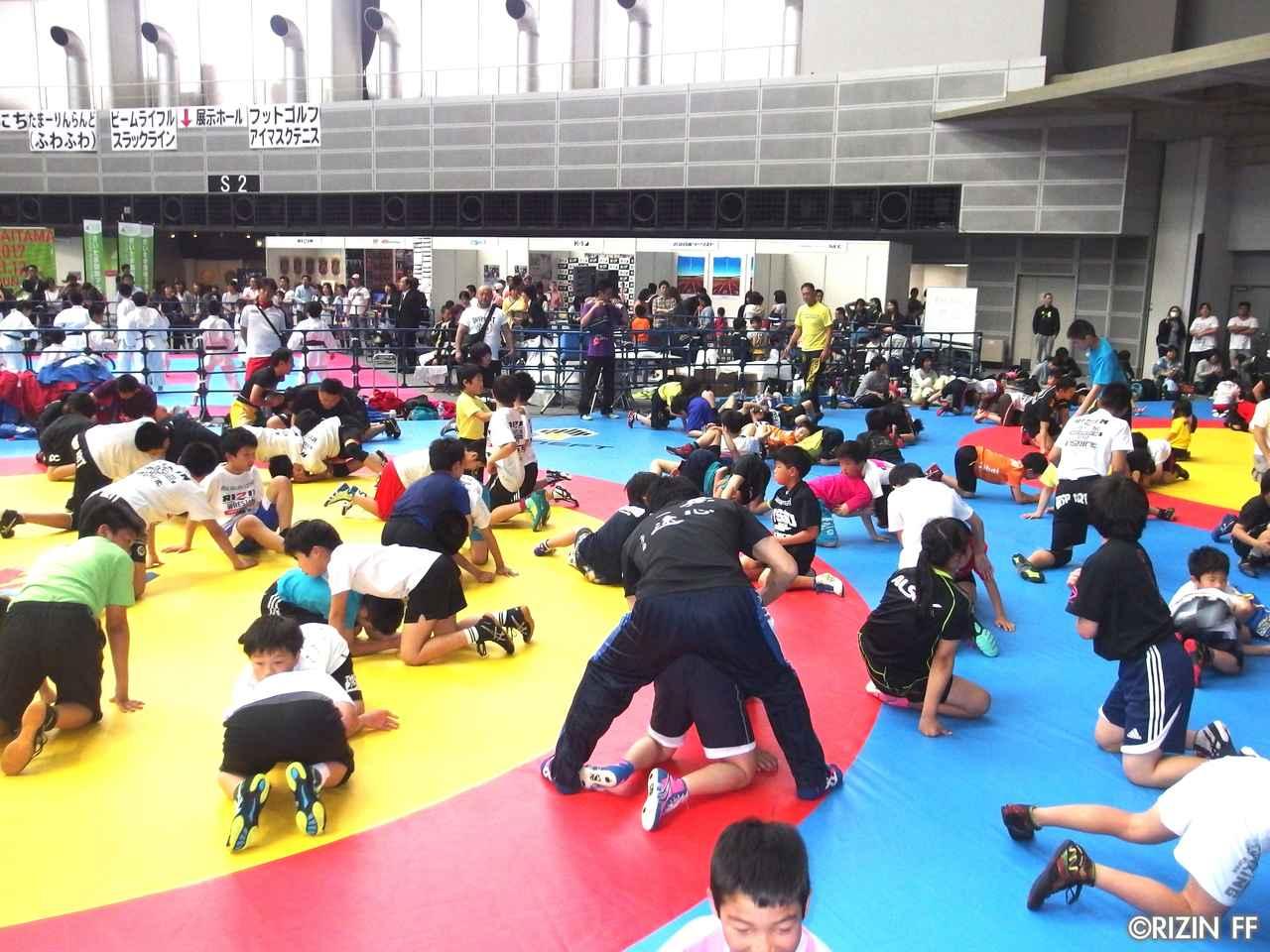 画像7: リオ五輪銀メダリストの太田忍が200人のちびっこたちにレスリングを指導!第2回RIZINレスリングキャンプ大盛況!!
