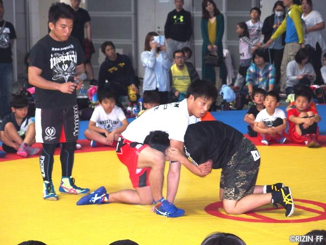 画像1: リオ五輪銀メダリストの太田忍が200人のちびっこたちにレスリングを指導!第2回RIZINレスリングキャンプ大盛況!!