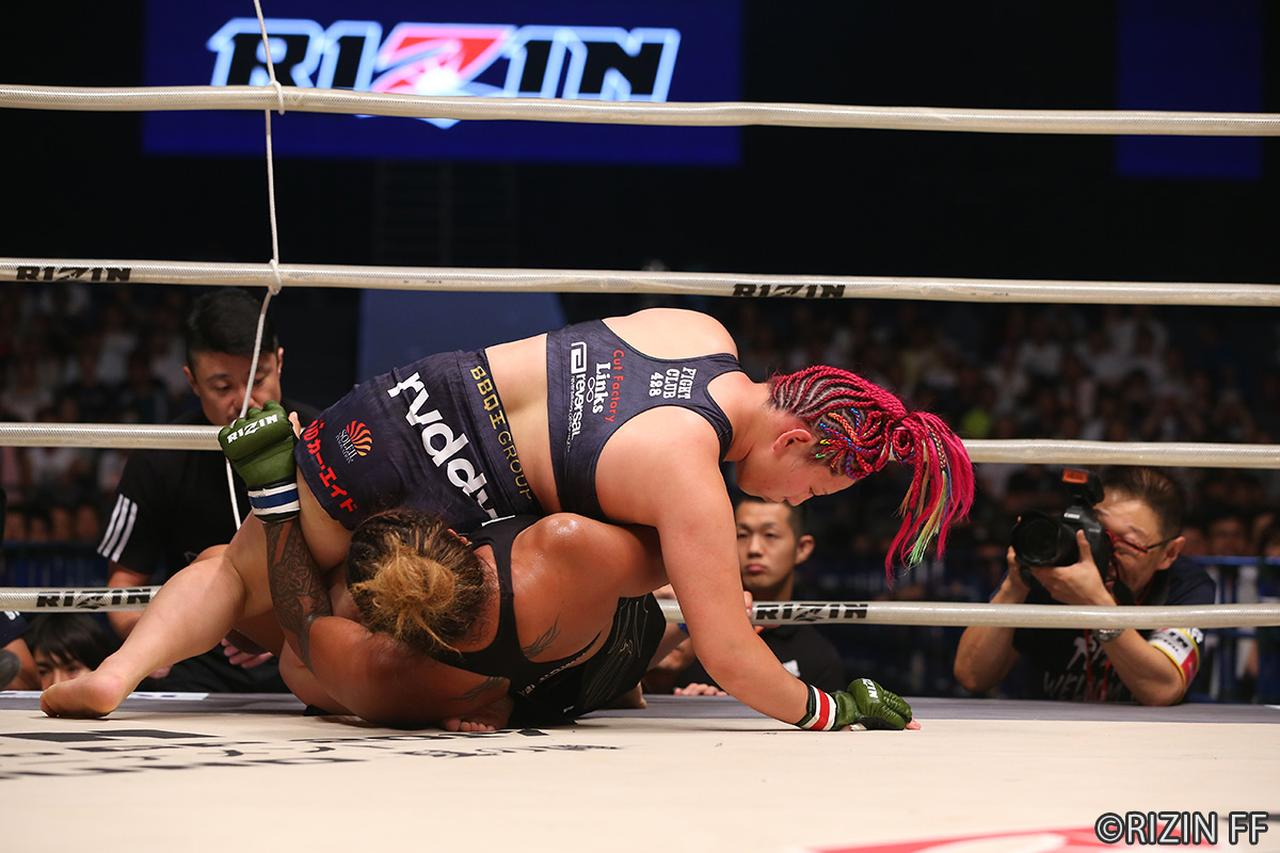 画像6: 第8試合 KINGレイナ VS. レイディー・タパ(試合結果詳細)RIZIN FIGHTING WORLD GRAND-PRIX 2017 バンタム級トーナメント 1st ROUND -夏の陣-