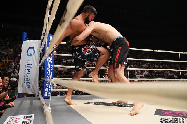 画像5: 第10試合 アミール・アリアックバリ VS. タイラー・キング(試合結果詳細)RIZIN FIGHTING WORLD GRAND-PRIX 2017 バンタム級トーナメント 1st ROUND -夏の陣-