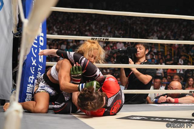 画像4: 第5試合 キャシー・ロブ VS. 山本 美憂(試合結果詳細)RIZIN FIGHTING WORLD GRAND-PRIX 2017 バンタム級トーナメント 1st ROUND -夏の陣-