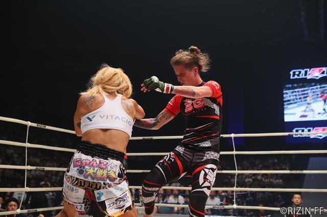 画像5: 第5試合 キャシー・ロブ VS. 山本 美憂(試合結果詳細)RIZIN FIGHTING WORLD GRAND-PRIX 2017 バンタム級トーナメント 1st ROUND -夏の陣-