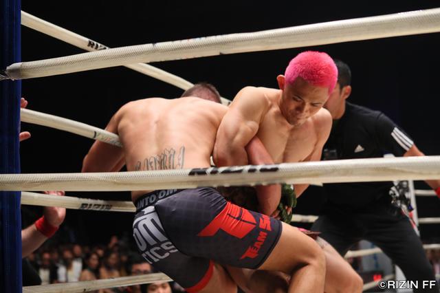 画像3: ウィッキーに敗れるも、MMAでの進化を見せたアンディ・サワー!