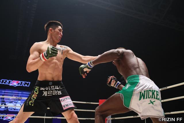 画像2: ケビン・ペッシが韓国バンタム級の雄から判定勝利!